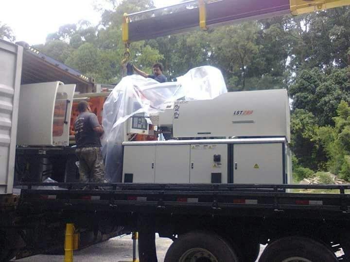 Transporte de máquinas injetoras